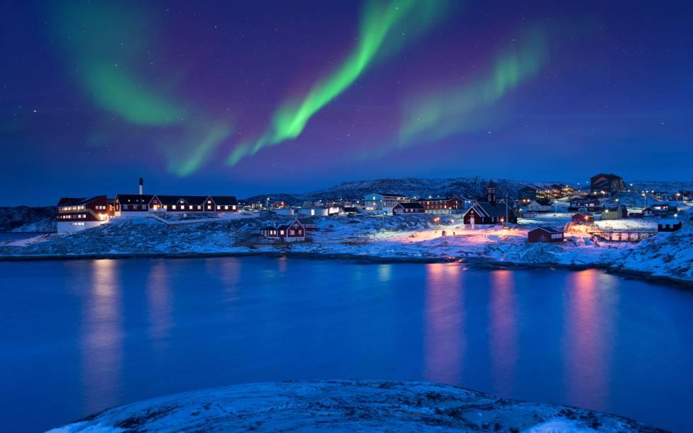 Una aurora boreal en el pueblo de Ilulissat, en Groenlandia.