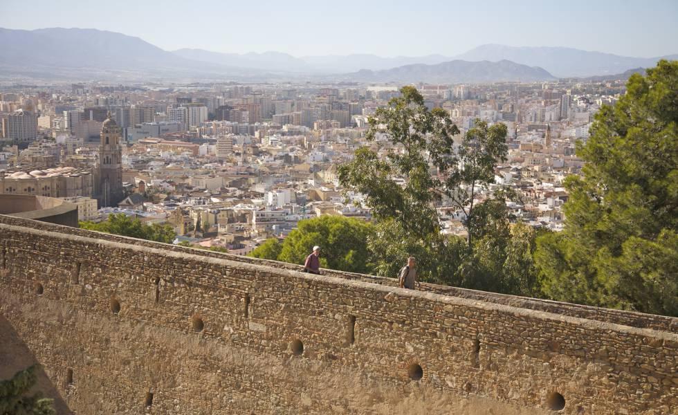 Vistas de la ciudad de Málaga desde el castillo de Gibralfaro.