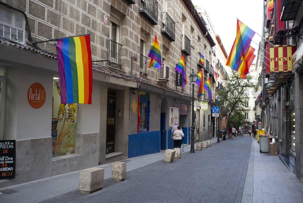 Preparación del Orgullo 2019 en las calles de Chueca, en el centro de Madrid.