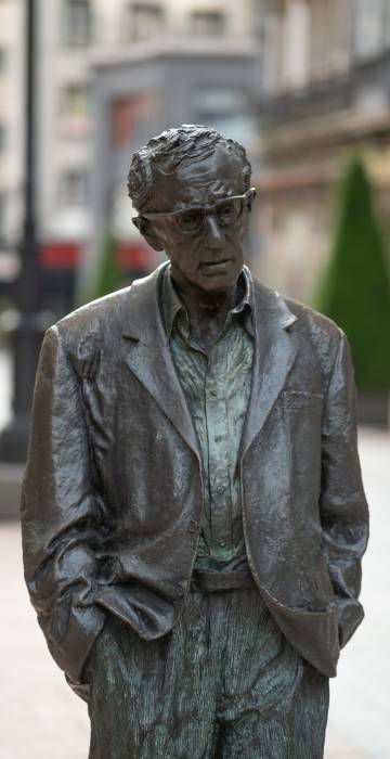 Estatua de Woody Allen.