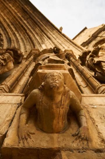 Detalle de la puerta de los Apóstoles de la iglesia Santa María la Mayor de Morella.