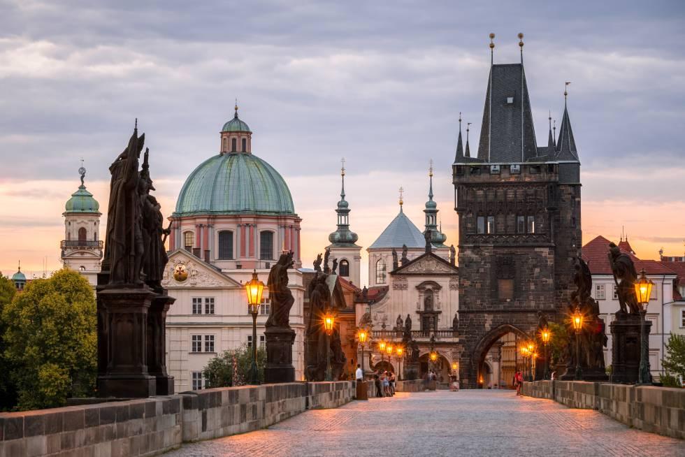 El puente Carlos, en Praga (República Checa).