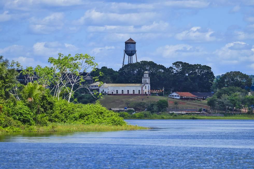 Vista de Fordlandia, la utopía industrial de Henry Ford en la selva brasileña, a orillas del río Tapajos.
