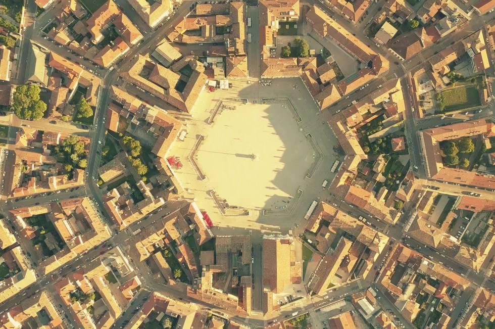 Vista aérea de Palmanova, la utopía veneciana con forma de estrella de nueve puntas.