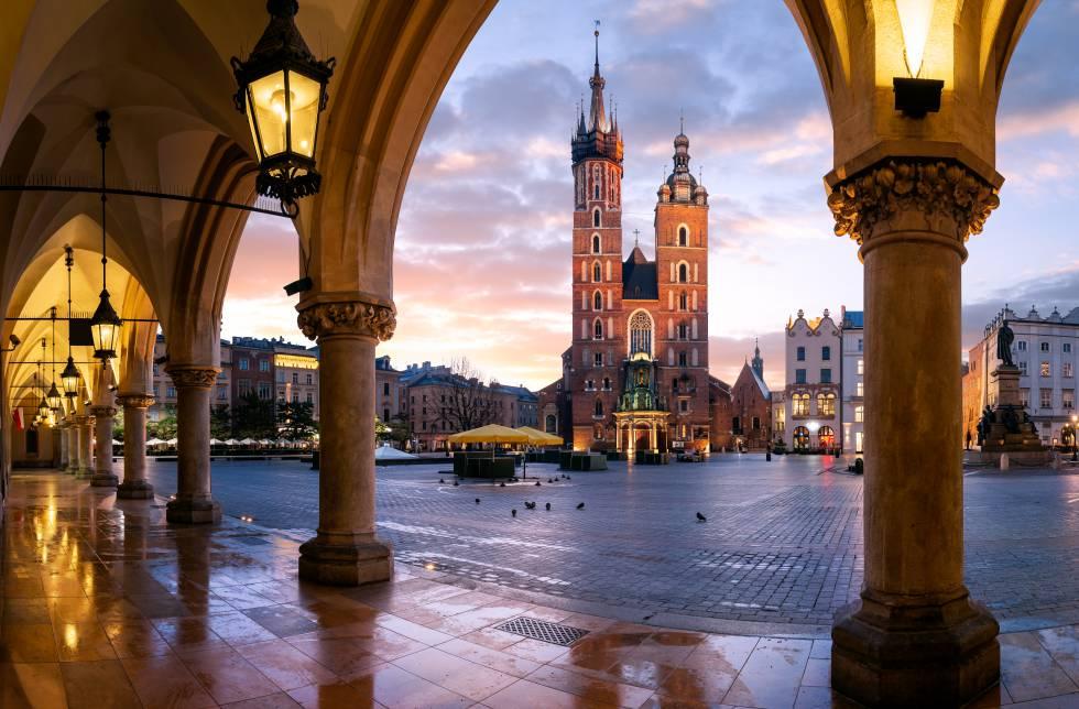 La basílica de Santa María, en la plaza del Mercado de Cracovia (Polonia).