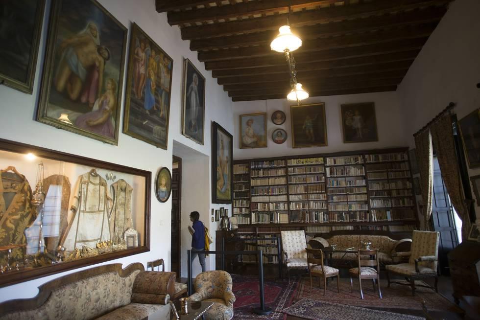 La biblioteca de Luisa Isabel Álvarez de Toledo, en el palacio de los Duques de Medina Sidonia, en Sanlúcar de Barrameda.