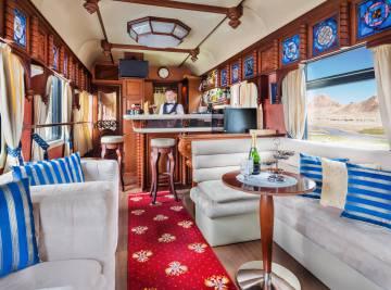 El vagón bar de un tren Transiberiano.