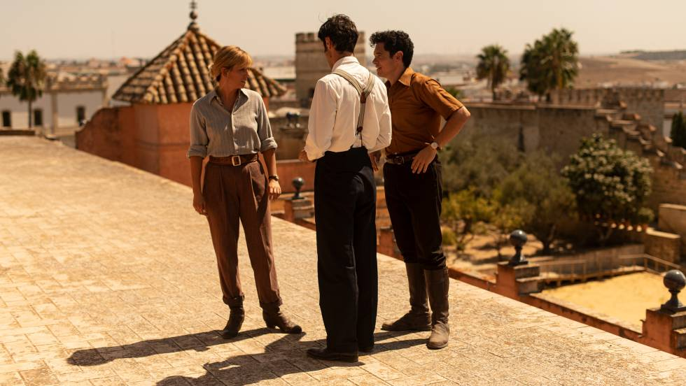 Blanca Suárez and Javier Rey during the filming of the movie 'The summer we live' on the roof of the Alcázar de Jerez.