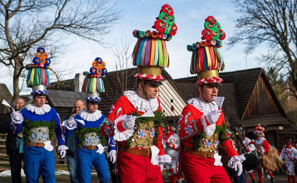 Un desfile del carnaval tradicional de Hlinsko, en la cercana pedanía de Vesely Kopec, en Bohemia oriental.