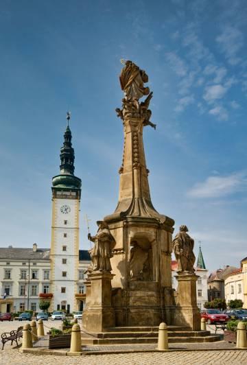 La columna de la peste y el Ayuntamiento de la localidad checa de Litovel.