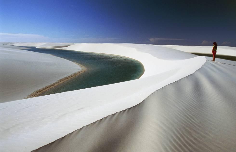 Las dunas infinitas del parque nacional brasileño de Lençois Maranhenses.