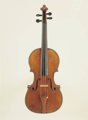 Uno de los violines decorados que son parte de los Stradivarius Palatinos e nel Palacio Real.