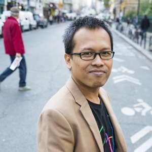 "Eka Kurniawan: ""Suelo ir al café del centro Taman Ismail Marzuki, en Yakarta, donde se reúnen artistas y escritores"""