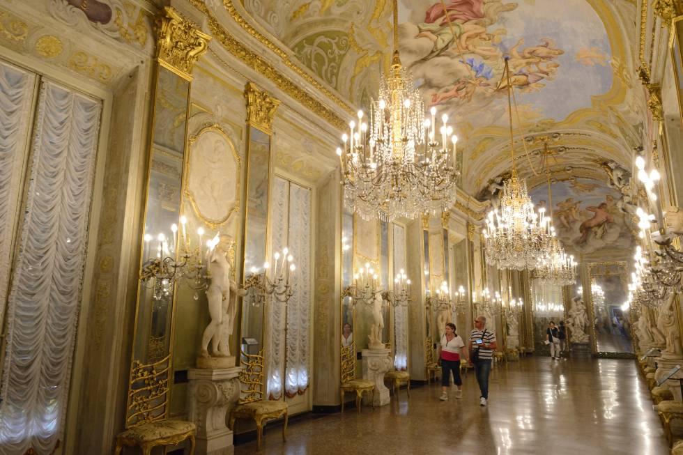 Sala de los Espejos del Palacio Real de Génova.