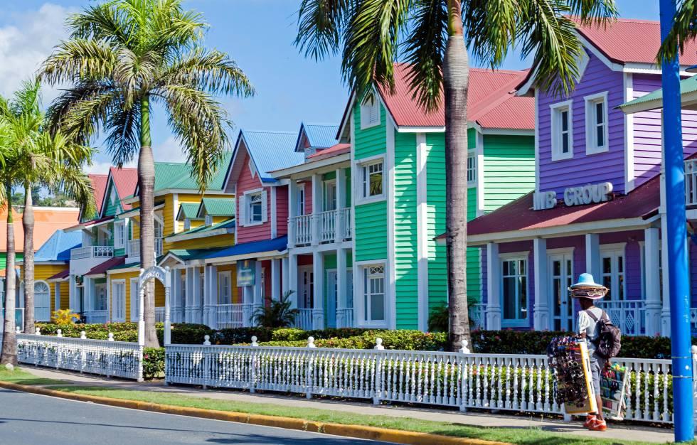 Casas de colores en Santa Bárbara de Samaná.