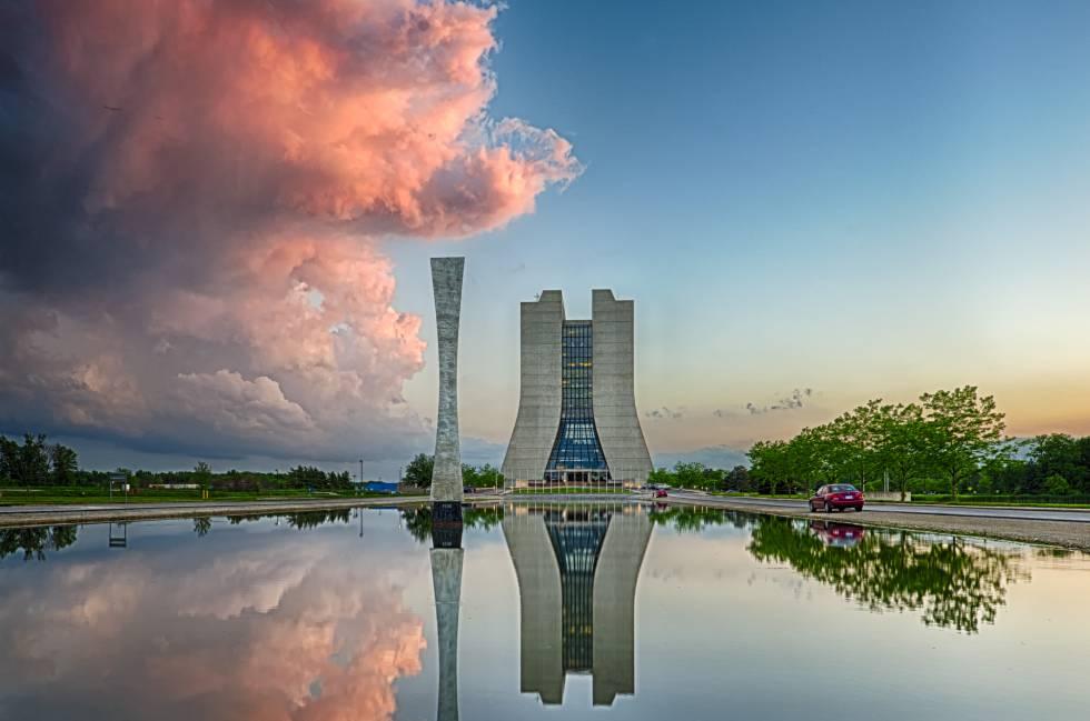En el Fermilab de Batavia, cerca de Chicago (EE UU) está instalado el segundo acelerador de partículas más potente del mundo, el Tevatrón.
