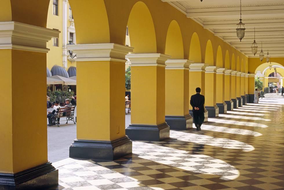 Detalle de la plaza de Armas de Lima.
