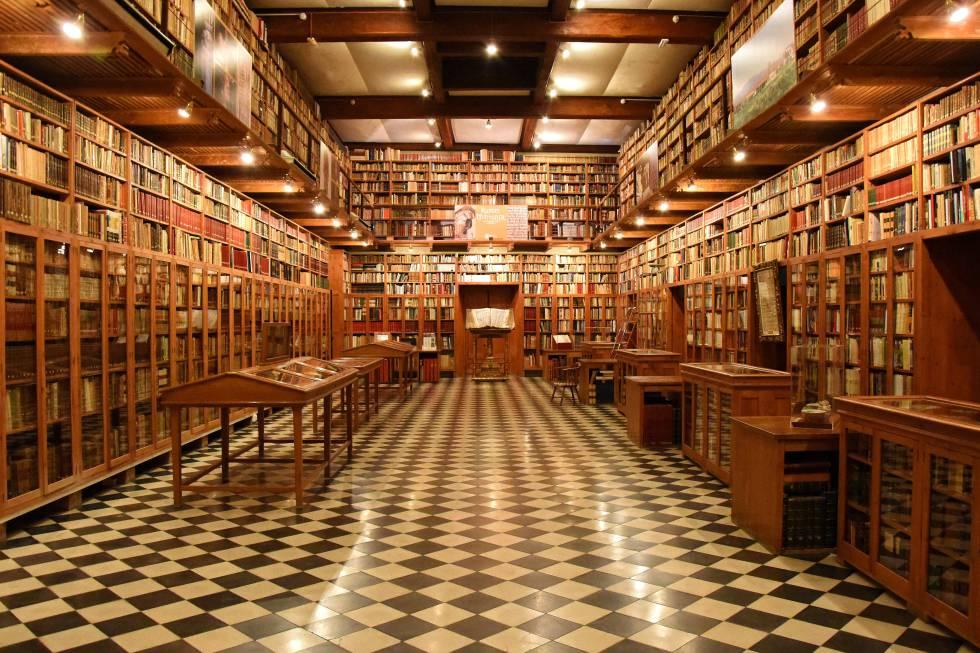 Interior de la biblioteca del castillo de Peralada.
