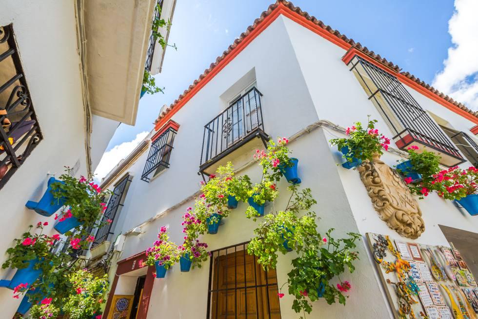 La Calleja de las Flores, en la Judería de Córdoba, una de las calles más populares y turísticas de la ciudad andaluza.