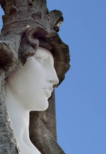 Detalle del rostro de la Virgen de la Roca, ubicada en Baiona.