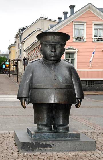 Statue of Policeman Bobby in the Oulu Market Square.