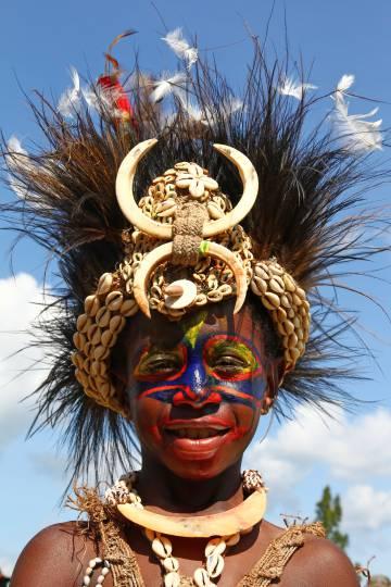 Un participante en la Fiesta del cocodrilo en Ambunti.