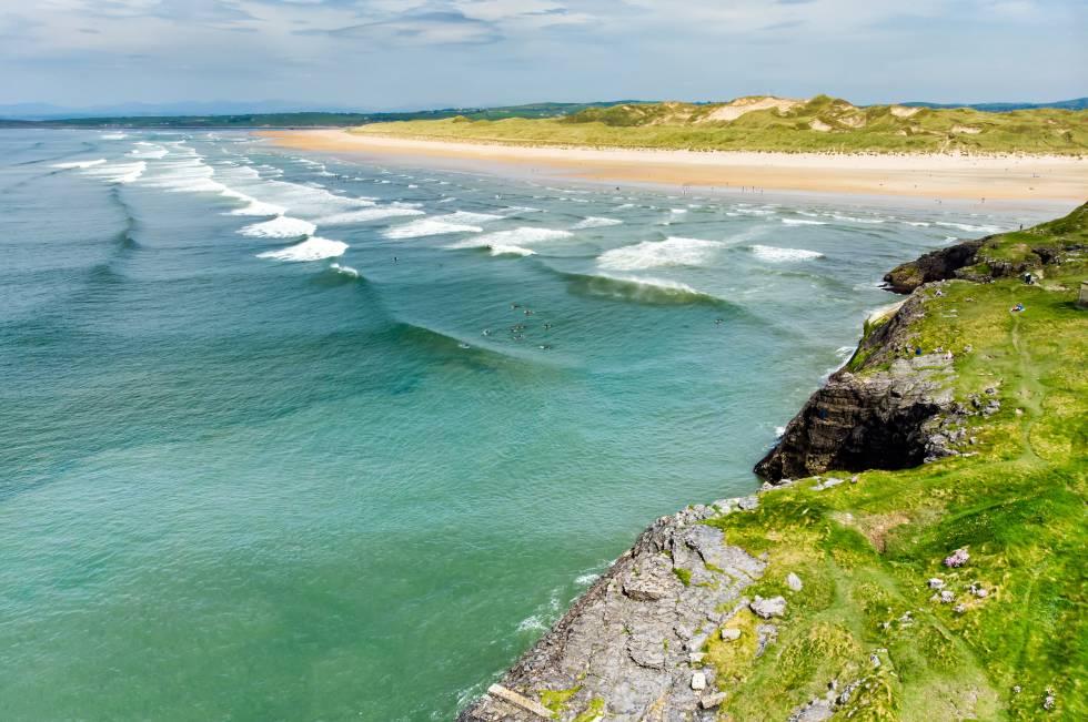 Tullan Strand, una de las playas de surf del condado de Donegal, en Irlanda.