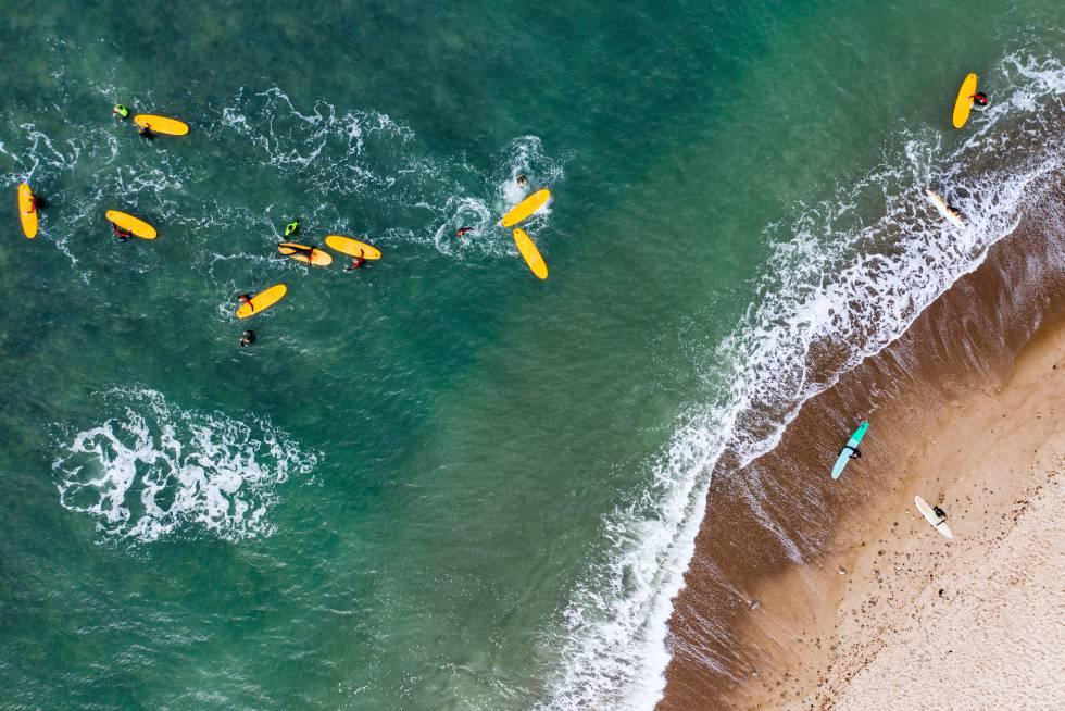 Vista aérea de un campamento de surf en Klitmøller, Dinamarca.