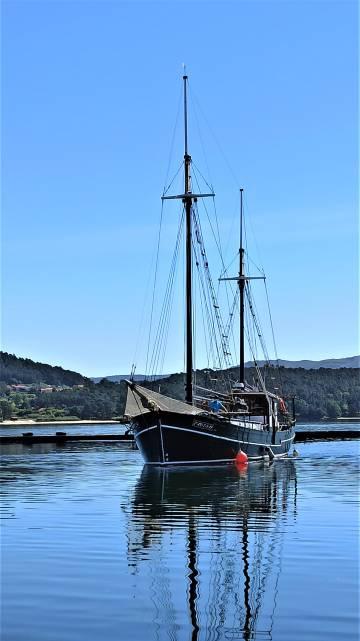 El balandro Joaquín Vieta, que navega por la ría de Muros y Noia. (A Coruña).