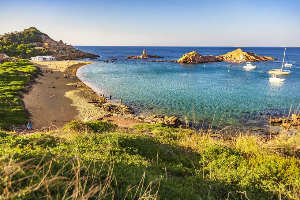 Cala Pregonda, una de las playas del norte de la isla de Menorca.