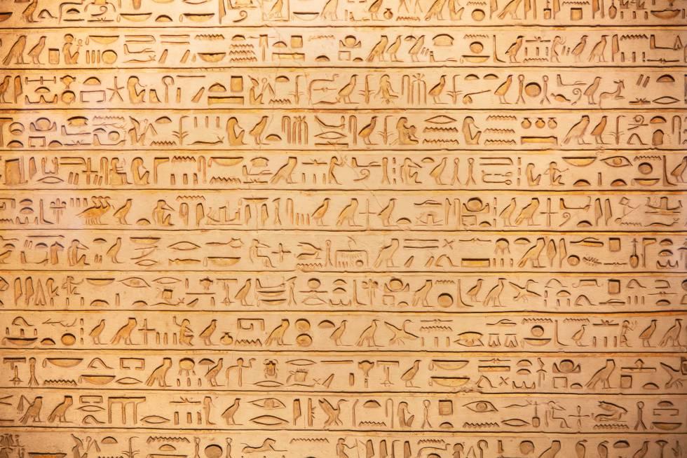 Jeroglíficos en una tumba del Valle de los Reyes (Egipto).