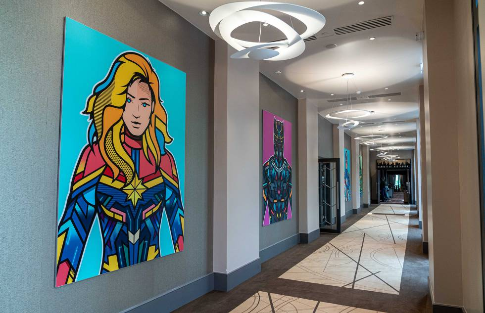 Vestíbulo del nuevo hotel de Disneyland dedicado al universo Marvel.
