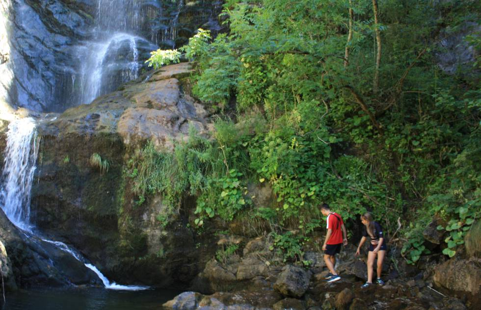The Lumajo waterfall, 20 meters high, in the Laciana valley.
