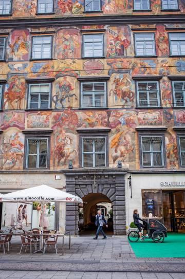 Decoration of the facade of Casa Gemaltes.