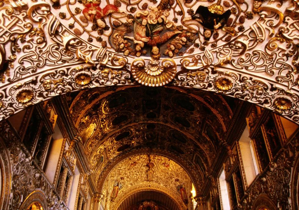 La decoración dorada del templo de Santo Domingo.