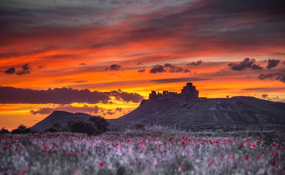 El castillo de Montearagón, en la localidad de Quicena, regala atardeceres espectaculares a finales de verano.
