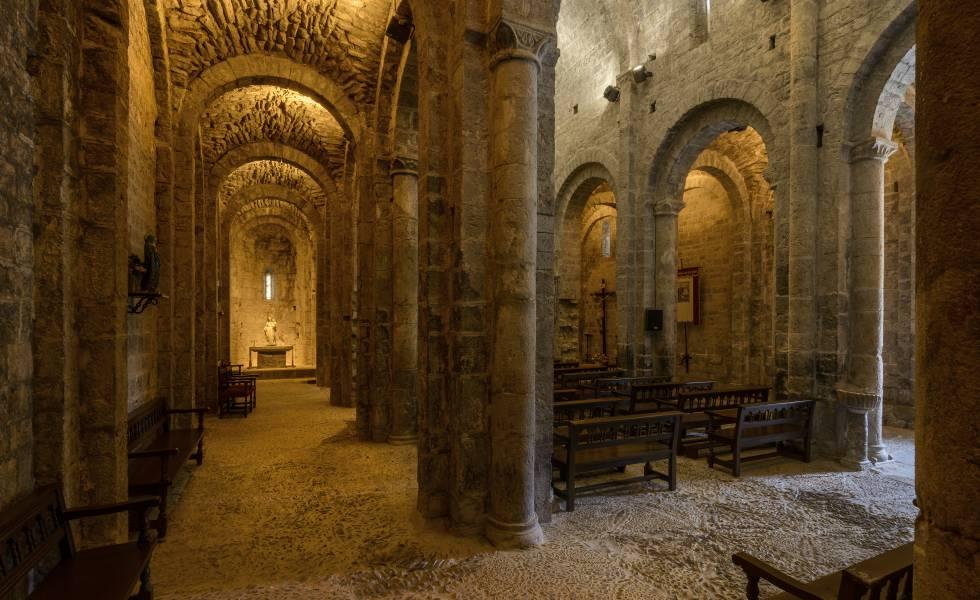 Interior del monasterio de Santa María de Alaón, del siglo XII.