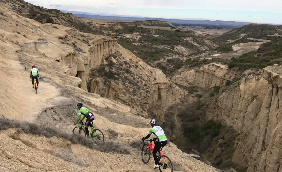 Ruta de cicloturismo en el barranco de Escorihuela, en Los Monegros.