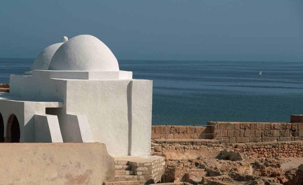 Cúpulas del fuerte Borj el Kebir, en Djerba (Túnez).