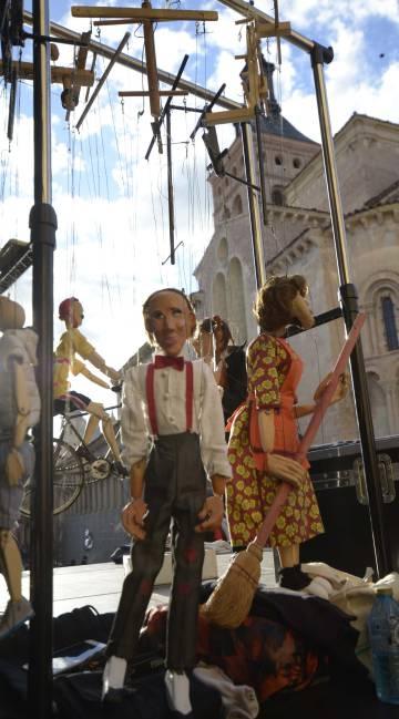 Marionetas en una calle de Segovia durante una pasada edición de Titirimundi.