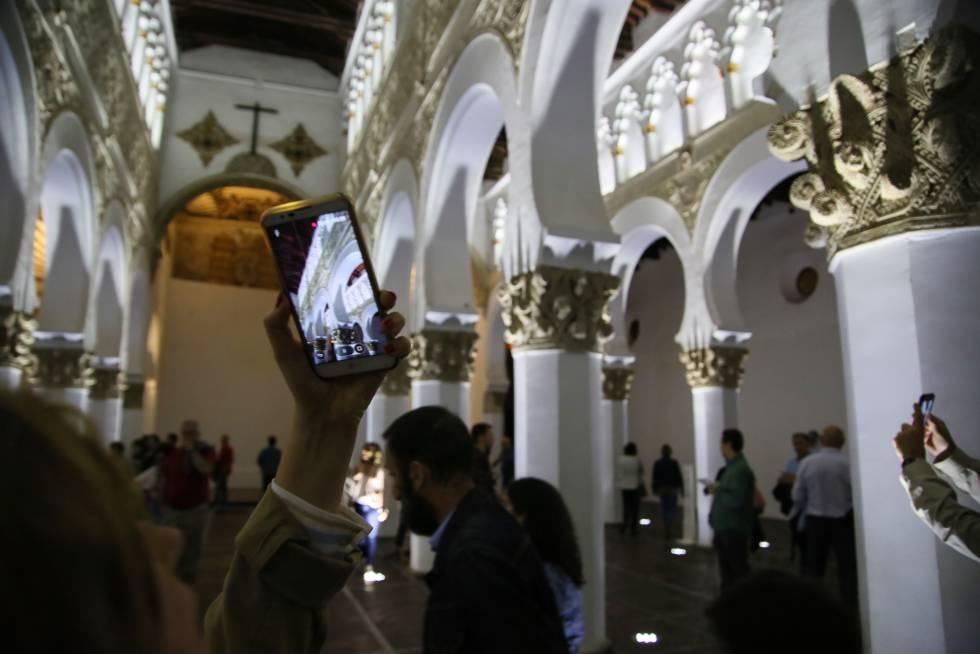 El interior de la sinagoga de Santa María La Blanca (Toledo), durante la celebración de la Noche del Patrimonio