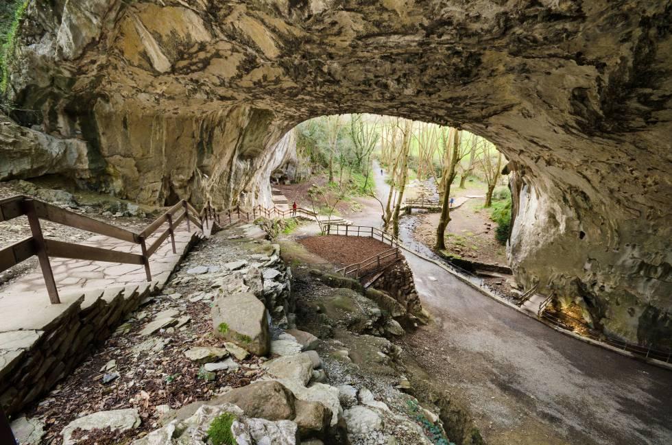 Interior de las cuevas de Zugarramurdi, lugar de encuentro de brujas durante la Edad Media en Navarra.