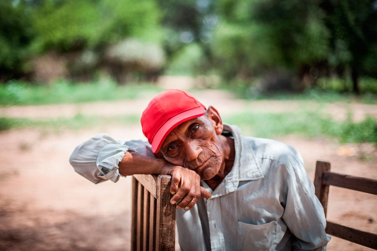 Angel Miguel, un indígena wichi que vive hace 40 años en la comunidad de Corralito.