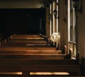 Fotografía del interior de una iglesia