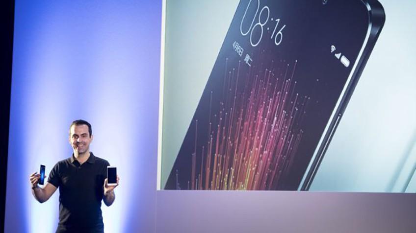 Apresentação do novo Xiaomi Meu5. Na imagem, o CEO, Hugo Varra.