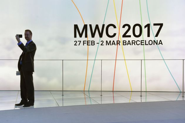 Un visitante en el Mobile World Congress.