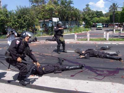 Dos policas mueren en San Salvador al reprimir una protesta de