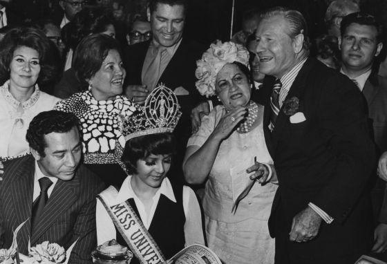 El governador Nelson Rockefeller i Marisol Malaret, primera Miss Univers porto-riquenya.