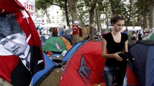 Tensión en el centro de Estambul mientras siguen las reuniones