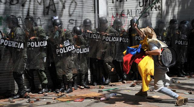 Santos despliega el Ejército en Bogotá por protestas campesinas